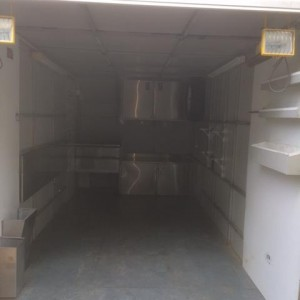Fully enclosed trailer