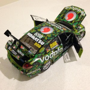 1:18 Craig Lowndes 2011 Townsville Camo Livery #888 18478